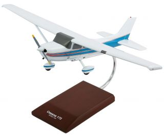 CESSNA 172 SKYHAWK DESK TOP DISPLAY 1/24 FACTORY MODEL PLANE AIRCRAFT