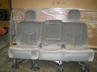 00 05,06 Chevy Suburban 2nd Row Gray Cloth Bench Seat