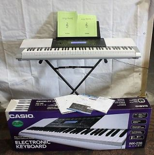 Casio piano keyboard in Electronic Keyboards