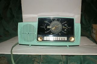 RADIO clock 1950s style 57 CHEVY look General ELectric antique