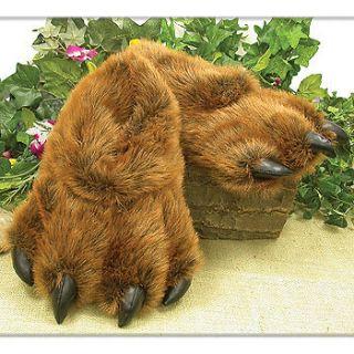 NEW NWT Grizzly Bear Paw Furry Slippers Medium   Kids 7 13 Women 5 9.5