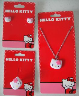 hello kitty necklace in Clothing,