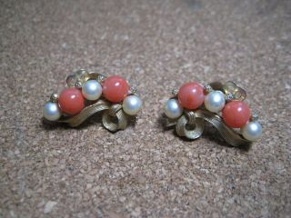 earrings coral and fake pearl Kramer gold toned clip on Circa 1950