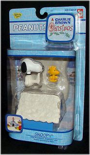 2006 Peanuts SNOOPY WOODSTOCK & DOGHOUSE Figure Set Charlie Brown