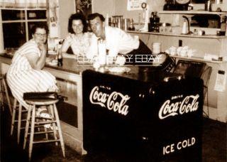 FANTASTIC PHOTO   COKE  COCA COLA MACHINE SODA FOUNTAIN