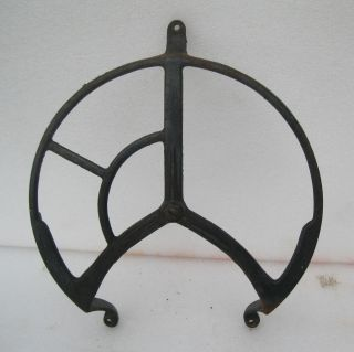 INDUSTRIAL MACHINE AGE CAST IRON WALL MOUNT BELT / PULLEY WHEEL GUARD