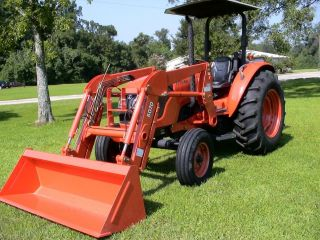 Kubota M7040 Tractor, 70HP, 2 WD, Front End Loader, ONLY 90 HOURS