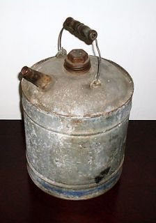 METAL OIL GAS CAN WITH WOODEN HANDLE SPOUT & CAP W/ BLUE LINE