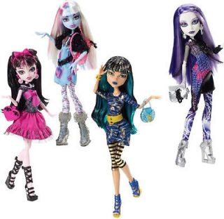 MONSTER HIGH PICTURE DAY SET 4 DRACULAURA CLEO DE NILE ABBEY BOMINABLE