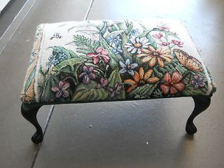 VICTORIAN STYLE FOOT STOOL WITH A BEAUTIFUL TAPESTRY COVER