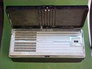 1940s RCA Victor BP 10 Portable tube radio   superheterodyne