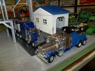 DCP SERVICE RIG PETERBILT 379 GOLD w BLUE CHASSIS DCP CHAMPAGNE PETE