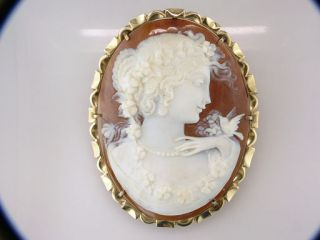 Vintage Antique Victorian Hand Carved Cameo 14K Gold Lapel Pin Brooch