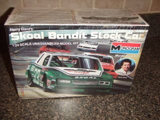 MONOGRAM 1985 MODEL KIT   SKOAL BANDIT STOCK CAR (HARRY GRANT)