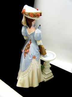 Avon Mrs Albee Award Figurine 1998 Presidents Club Collectible