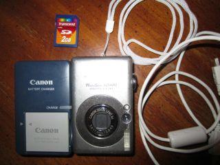 Powershot SD400 Digital ELPH Camera 5.0 mega pixel + Charger + Battery