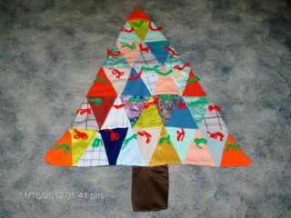 VINTAGE KNOTTED QUILTED CHRISTMAS TREE SHAPED WALL HANGING 32 HIGH