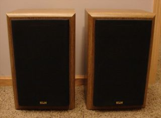 Set of KLH Model AV33 Bookshelf Speakers 140 Watts per Channel VG