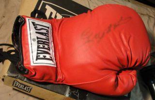 Everlast Boxing Glove Autographed Sugar Ray Leonard