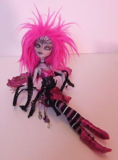 Custom OOAK Ghoulia Pink Fairy Monster High   Repaint & Costume by M
