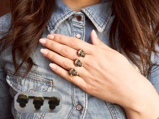 Los aros del anillo se pueden ajustar abriendolo o cerrándolos según