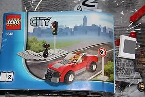 LEGO CITY POLICE CHASE SET #3648   TRAFFIC LIGHT AND RED CAR