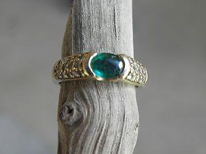 Emerald Half Carat Bezel Set Diamond ring in 14kt gold sz 7 lots of
