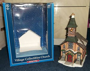 HOLIDAY TIME CHURCH COLLECTIBLE CHRISTMAS VILLAGE **LIGHTS UP**