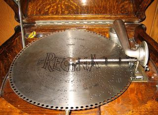 Lions Head Reginaphone Oak 15 1 2 Double Comb Disc Music Box