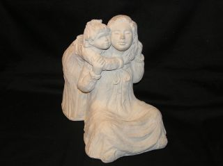 AUSTIN PROD 1987 DEE CROWLEY SCULPTURE STATUE BRIGHT EYES GIRL HUGGIN