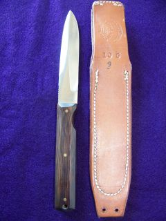 has a tan johnson smooth back jack crider special 10 5 sheath these