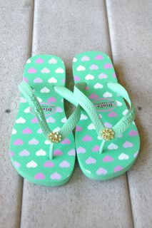 NWT DINIS LOS ANGELES GREEN HAVAIANAS FLIP FLOPS WITH PINK HEARTS AND