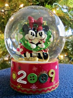 Disney~Mickey & Minnie~Snowglobe~Christmas~2009~~Exclusive