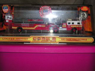 Code 3 LIMITED EDITION CITY OF NY BUREAU OF TRAINING LADDER TRUCK NEW