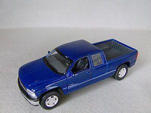 1998 Chevy 1500 Silverado Pickup Truck   Diecast   Blue  127