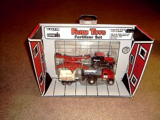 Vintage Ertl 1 64 Case IH Farm Toy Tractor Fertilizer Set 4 Piece Mint