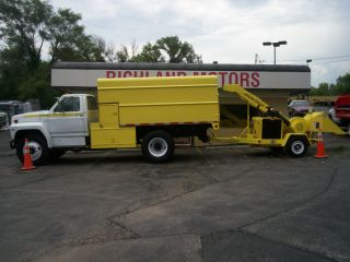 Chuck W C12 wood chipper AND Ford F700 Chipper truck woodchuck diesels