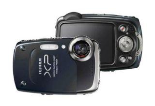 Fuji FinePix XP20 BUNDLE 14 MP Waterproof Camera + Case Black