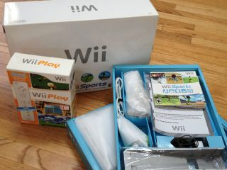 Nintendo Wii sports White Console w/EXTRA remote & games Full retail