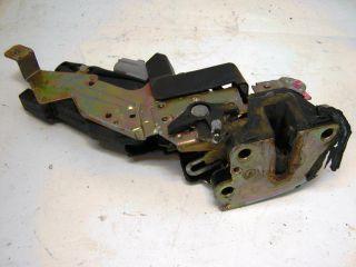 L6 97 Geo Prizm R Rear Door Latch Actuator