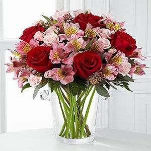 The FTD Graceful Wishes Bouquet by Vera Wang VW2 Flower Delivery