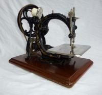 Vintage Sewing Machine Willcox Gibbs EXTRAS