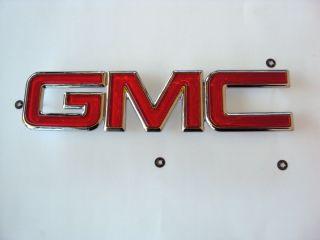 GMC SIERRA 1500 2500 3500 GRILLE EMBLEM BADGE FRONT 2001 2006 OEM RED