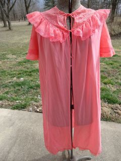 Vintage Retro Hollywood Regency Dressing Gown Robe Lace Pink Nightgown