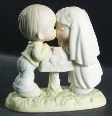 Precious Moments Sealed with a Kiss Enesco 524441