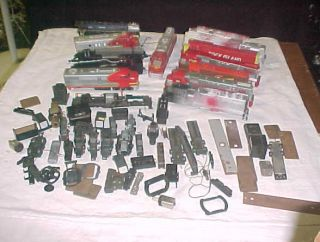 LARGE LOT MIXED HO SCALE MODEL RAILROAD TRAIN ENGINES BODIES PARTS