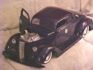 JESSE JAMES WEST COAST CHOPPERS 1936 FORD COUPE RC CAR 16 SCALE & 28