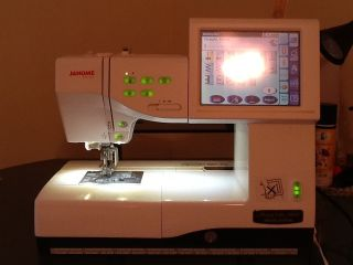 Janome Memory Craft 11000SE Sewing Quilting Embroidery Machine