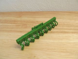 1 64th Ertl Farm Country Green John Deere 8 row cultivator