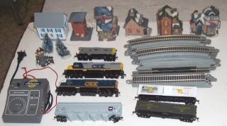 ATHEARN Complete HO Scale Train Set With Kadees E Z Track Village Buildings